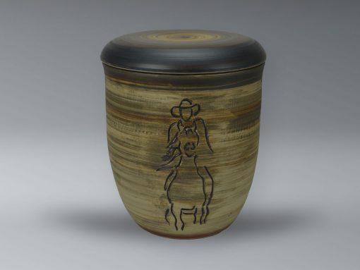 Urne mit Oxiden eingefärbt, Ritzdekor
