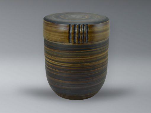 Urne mit Oxiden eingefärbt